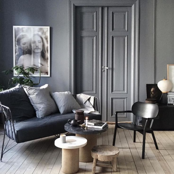Lovely dark and moody interior! by @kraakvikdorazio #interiordesign #interiorstyling #urbancouturedesigns