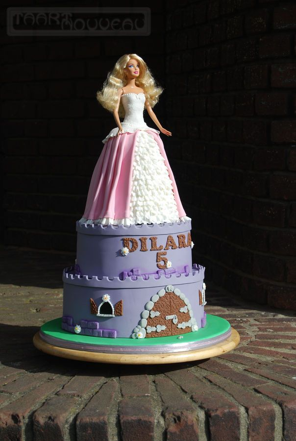 1000+ images about Barbie Cakes on Pinterest Doll cakes ...