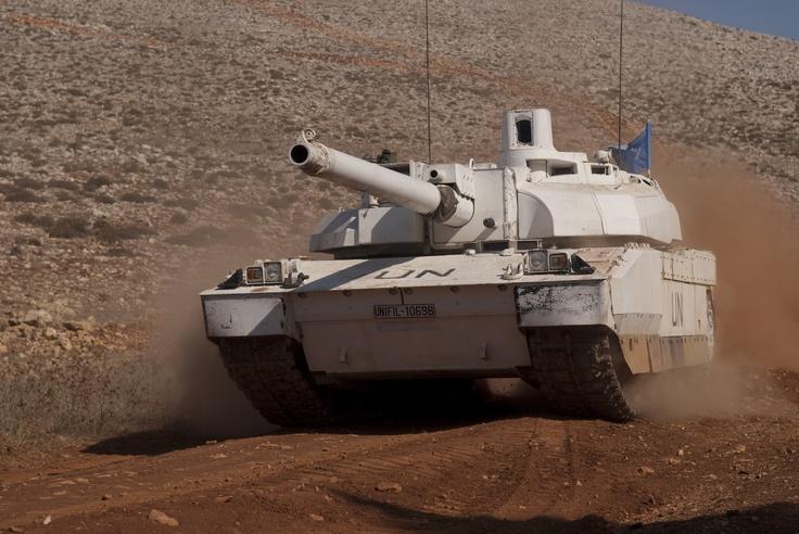 Char LECLERC en patrouille au sud Liban. © armée de Terre