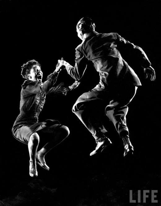 Fotó: Gjon Mili: Dancers doing the Lindy Hop, 1943 (life.com)