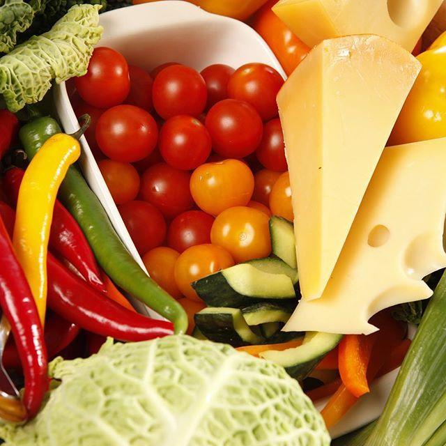 Juusto ja vihannekset ne yhteen soppii, vai mitä  #kasvikset #kasvishovi #vegetables #cheese