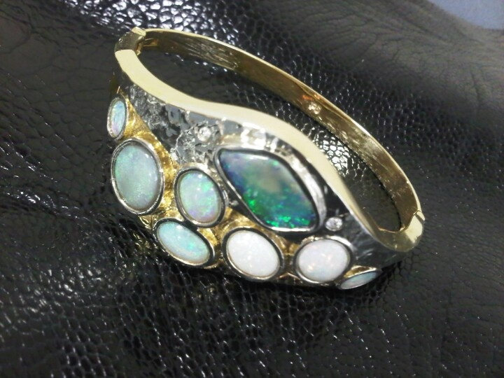 9ct Yellow and White Gold Bracelet, set with Opals.