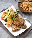 BBQ-Beef Teriyaki en gele rijst met paksoi en tomaat