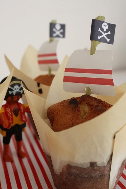 pirate muffins- // Partyideen für eine Piratenparty –#Kindergeburtstag #Pirat #Piratenparty #minidrops