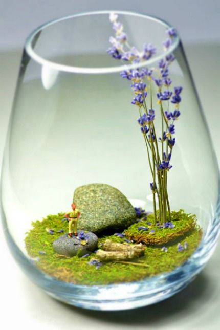 Mini Terrarium using stemless wine glasses | DIY centres de table avec de la mousse - The Wedding Tea Room