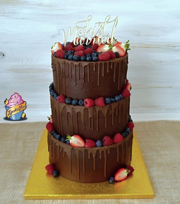 Svadobná drip cake čokoládová torta. Autor: zjedz ma. Tortyodmamy.sk