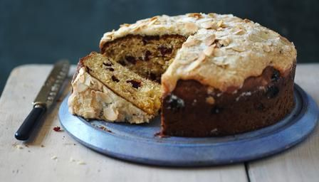 This citrus-infused sweet bread recipe, topped with toasted almonds, is based on the flavours of the Italian Colomba di Pasqua.