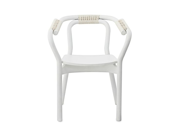 The Knot Chair has a clean and simple expression that is reminiscent of 1950s furniture.