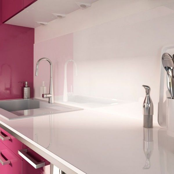 Crédence effet verre blanc dans la cuisine http://www.homelisty.com/credence-cuisine/