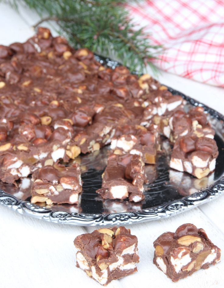 En ljuvlig blandning av sött & salt – choklad, Dumlekola, marshmallows och salta jordnötter. Makalöst gott!