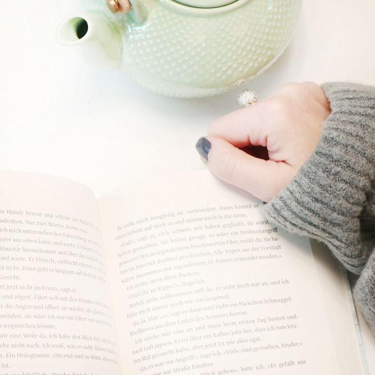 Gerade machen wir nichts lieber, als abends mit einem Tee unser neues Lieblingsbuch zu lesen. Was schmökert Ihr am liebsten? Schwedenkrimi oder lieber etwas Romantisches? Wir sind gespannt auf Eure Buchtipps 😀    #lesen #buchliebe #buchtipps #lesezeit #cozy #cozynights #thosewiternights #teatime #tomcallaghan #tödlicherfrühling #books #booksbooksbooks #idee #inspiration #inspo #wohnklamotte #getinspiredbyus #letusinspireyou #blogger_de #interior4you #interior2you @atlantikverlag