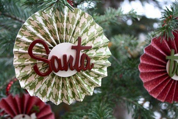 ornements de sapin de Noël en papier rouge et vert