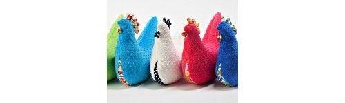 Kury Babci Dany La Millou - Mięciutkie Poduszki w kształcie Kury. Idealne jako rożek do karmienia niemowlaka, przytulanka czy podusia