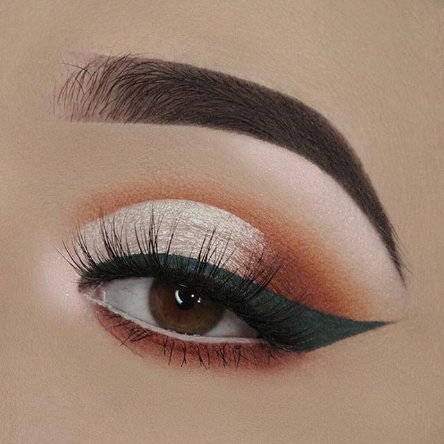 @molliexjayne creating absolute perfection lining with our clay pot #shadowliner in white! #naturalartistry #rethinknatural