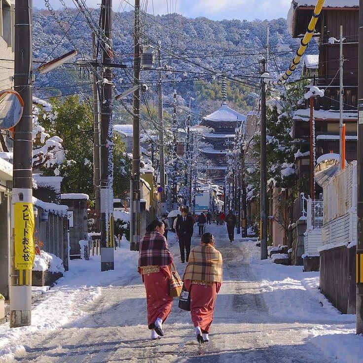 Старое мое фото зимнего #Киото #простотак #зима #незагорами #снег #снегснег #тенитени #светсвет #Япония