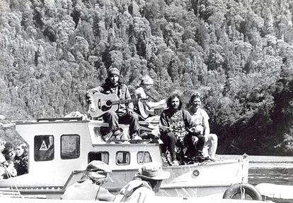 Photo History Photo History www.brendaliddiard.co.nz - 414 × 288 - Search by image The Franklin River anti-dam protests, 1982, South-West Tasmania. (sitting on cabin roof, Lisa Yeates, me, Benny Zable)