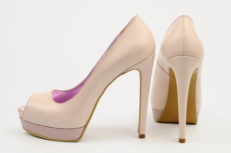 http://www.myfashionizer.ro/rochii-elegante/magazin-online/incaltaminte-dama/pantofi-dama-cu-platforma-si-toc