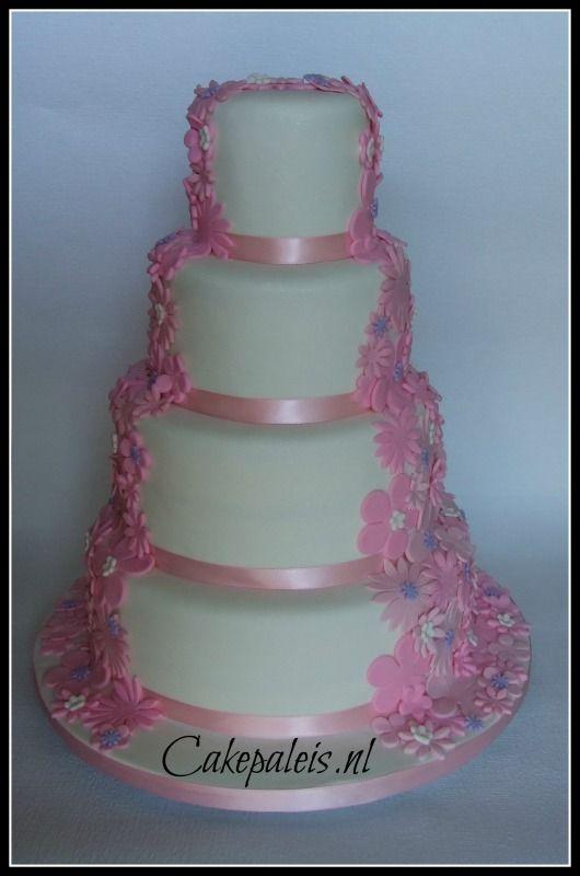 bruidstaart bloemen waterval roze wit paars vooraanzicht
