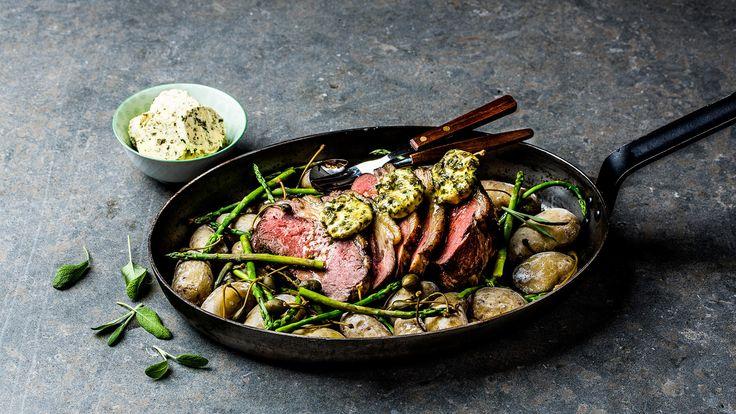 Saftig ytrefilet med saltkokte nypoteter, asparges, sitron, kapers og persillesmør. Klassisk, og fantastisk god rett som imponerer. Bruk steketermometer, så er du garantert et godt resultat.