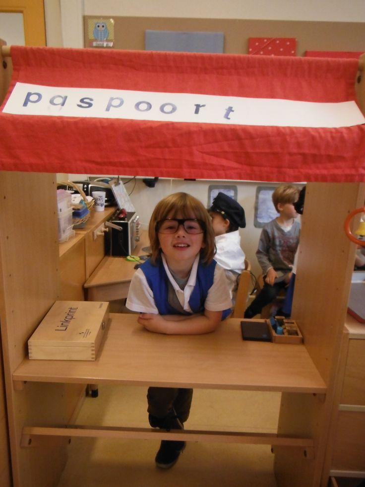 incheckbalie en paspoortcontrole. winkel wordt tax-free shop