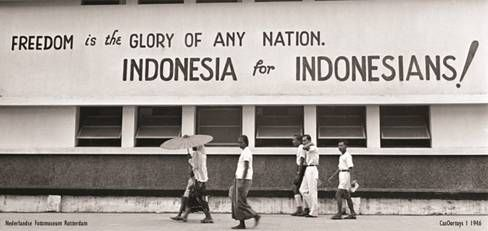 Indonesia for Indonesians! The photograph was taken few months after 1945 Indonesia's declaration of Independence | Cas Oorthuys 1946 | Nederlands Fotomuseum, Rotterdam