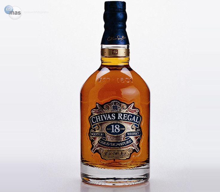 Whisky escocés Chivas Regal 18, de mezcla formada por más de 20 maltas exclusivas y 18 años de añejamiento en barrica.