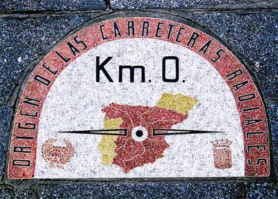 Kilómetro 0 antiguo y actual en la Puerta del Sol de Madrid