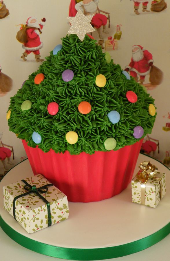 Giant Christmas cupcake More