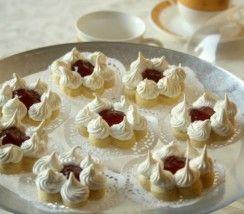 -voilà de jolis sablés meringués à la confiture des gâteaux algériens qui feront effet sur vos tables festives ou tout simplement à la pause