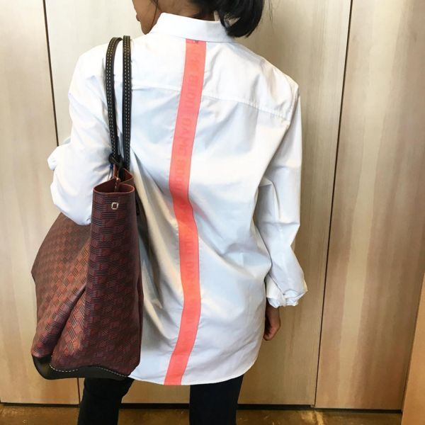 Also happenin on Saturdays, we borrow it from the boys. @oamc_official shirt feat @moreauparis tote. Quick, special offer ends tomorrow! #KRAVELISTXPAPILIONDUO