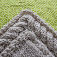 How to knit a continuous cable border