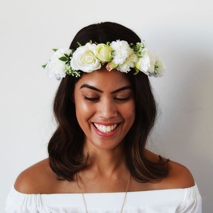 The Hen Flower Crown is the Original Aggie and Lola Flower Crown. Handmade with beautiful silk flowers, this crown utilizes a combination of white roses, carnations and ranunculus to create a beautiful headpiece designed to make you feel your best on your special day.With the versatility for a full made to measure crown or adjustable ribbon, and the option to add a detachable veil, please take the time to review the options below and select your favourite! For those wanting ...