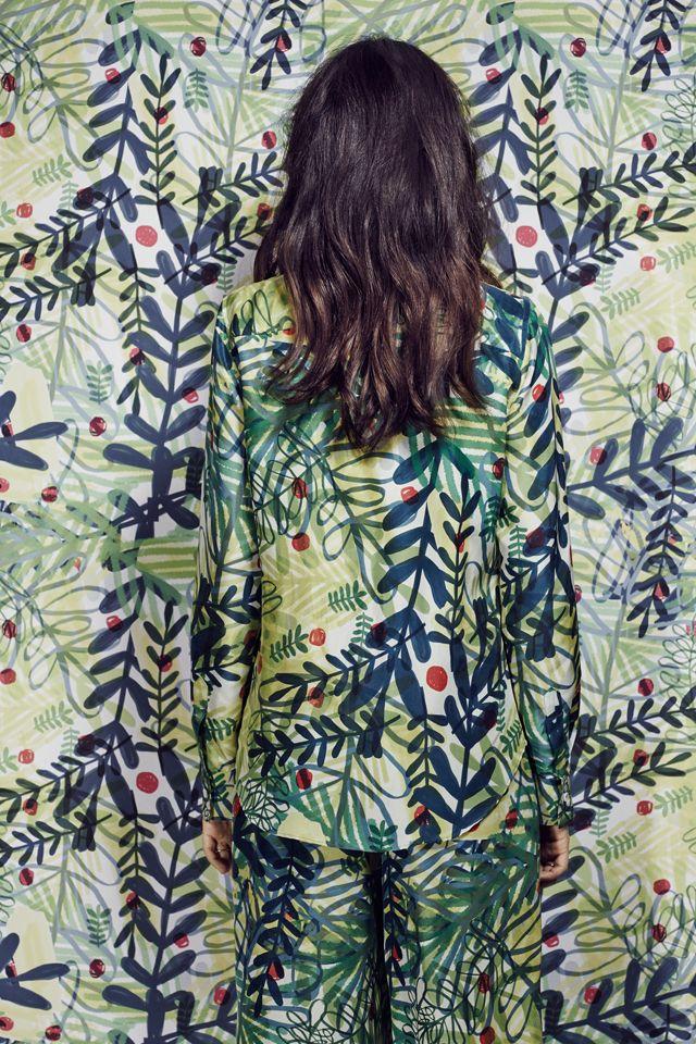 L'e-shop de vêtements et accessoires Zalando s'est associé avec la bloggeuse italienne Eleonora Carisi le temps d'une collection capsule pour le printemps-été 2014. Le résultat ? 9 pièces bien coupées avec un imprimé cool inspiré par la nature.