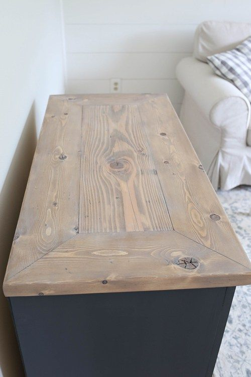 Diy Weathered Wood Finish On The Top Of This Rustic Tv Stand Light Gray Helps Create A Modern Farmhouse Style Look