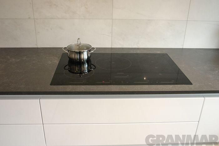 płyta grzewcza idealnie wtopiona w blat kuchenny #konglomeratkwarcowy