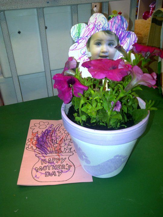Preschool mother 39 s day craft plant flowers together and for Mothers day preschool crafts