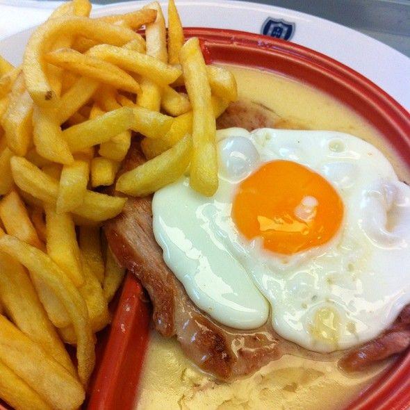 Steak w/ Portugália's Sauce @ Portugália #portuguese food Prego no Prato ou Bitoque