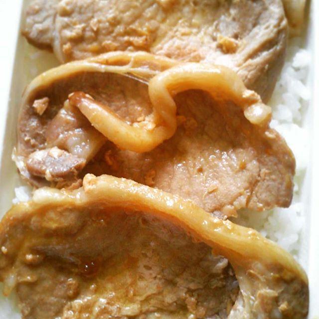 生姜焼き弁当。  トリプル  生姜焼き &  白ご飯。  以上。  シンプル通り越して  雑。  男らしい弁当呼んでくれ。  週も後半  肉ちゃーじ。  #生姜焼き#肉#お弁当#ランチボックス#juicy#ginger #pork#steak#today#lunch#lunchbox#goodmorning#haveaniceday#food#foodporn#foodstgram#foodpic#instafood#pic#photo#photography#picture#photooftheday#instapic#instagood#instalike#instagram#peace#love