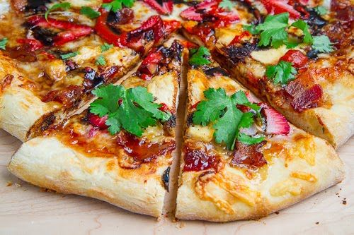 Strawberry Balsamic Pizza with Chicken, Sweet Onion and Smoked Bacon.Balsamic Pizza, Sweets Onions, Balsamic Strawberries, Food, Bacon Recipes,  Pizza Pies, Chicken Pizza, Smoke Bacon, Strawberries Balsamic
