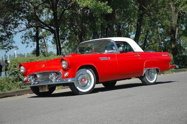 Ford Thunderbird 1955 : la réponse de Ford à la Corvette.