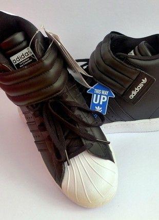 Kupuj mé předměty na #vinted http://www.vinted.cz/damske-boty/tenisky/14800980-blackwhite-kotnikove-tenisky-adidas-se-suchym-zipem-na-skryte-platformeklinku-vel-39