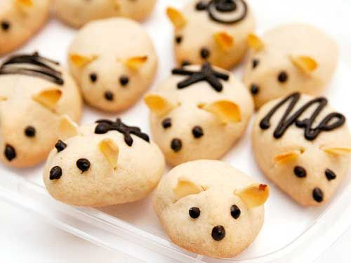 These things are just too damn cute. I haven't made cookies in years. But soon I will have a toddler to make cookies with.