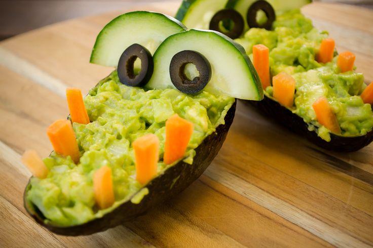 Prepara este delicioso y creativo cocodrilo de guacamole que a todos los niños les encantará. Es lo mejor para las fiestas infantiles.