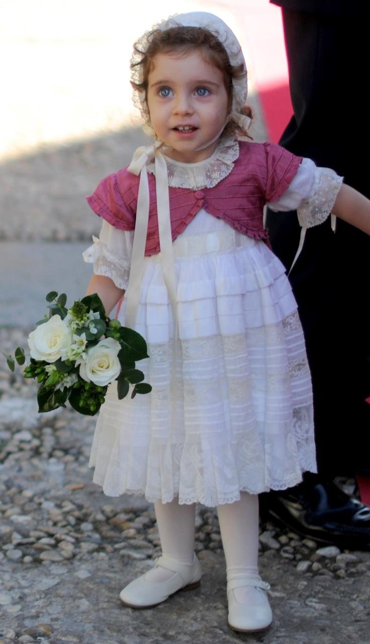 Con capota y vestido antiguo