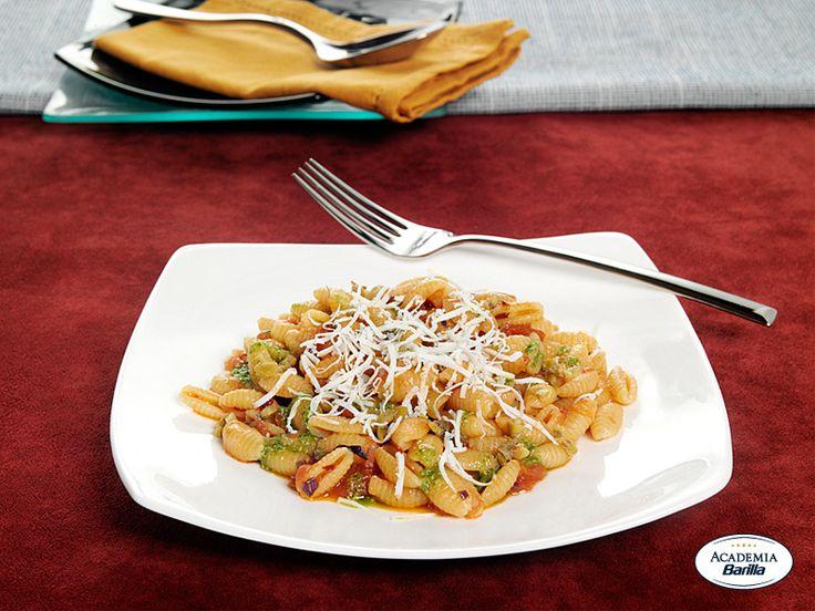 Gnocchetti Sardi con pomodorini, olive e ricotta di pecora stagionata