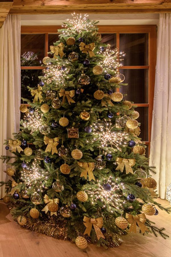 Alberi Di Natale Addobbati Immagini.18 Idee Per Addobbare L Albero Di Natale Alberi Di Natale Blu Alberi Di Natale Natale
