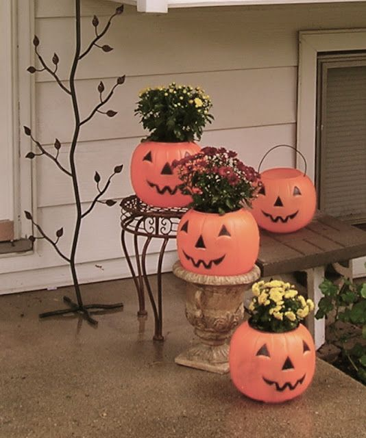 Trick or treat buckets as planters-cute and cheap! What a cute and easy decoration for the front porch. Mums $2.99 at Home Depot.