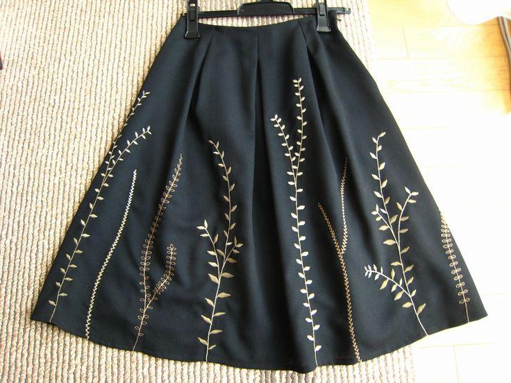シビラのスカートです。先日入ってきた新作です。 シビラの刺繍は基本的には大好きな...