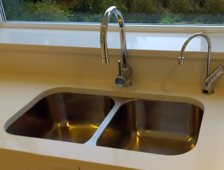 This customer has set the Bluci Rubus 3535u into a corian type worktop.  A double bowl stainless steel undermounted kitchen sink.  The Bluci rubus 3535u has twin compact bowls meaning you can have a practical double bowl sink without taking up too much space.  We also love the second instant hot water tap, mounted in the right hand corner!