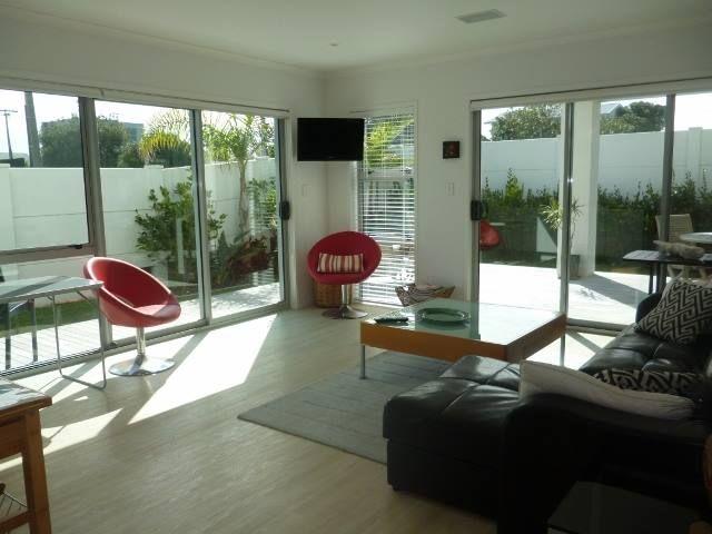 Papamoa Apartment accommodation. LazyDays FREE WIFI 2 BRM